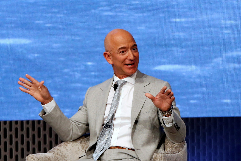 Jeff Bezos CEO da Amazon torna-se líder histórico